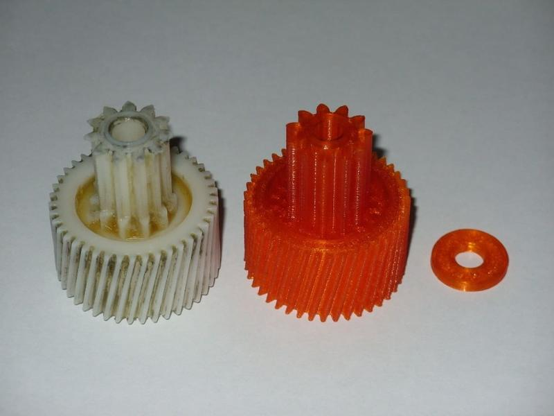 a gear wheel for a meat grinder. He chose a 0.5mm nozzle, SBS plastic and a layer height of 0.2mm. It took 2 hours of printing and turned out really good and accurate even in the small details.