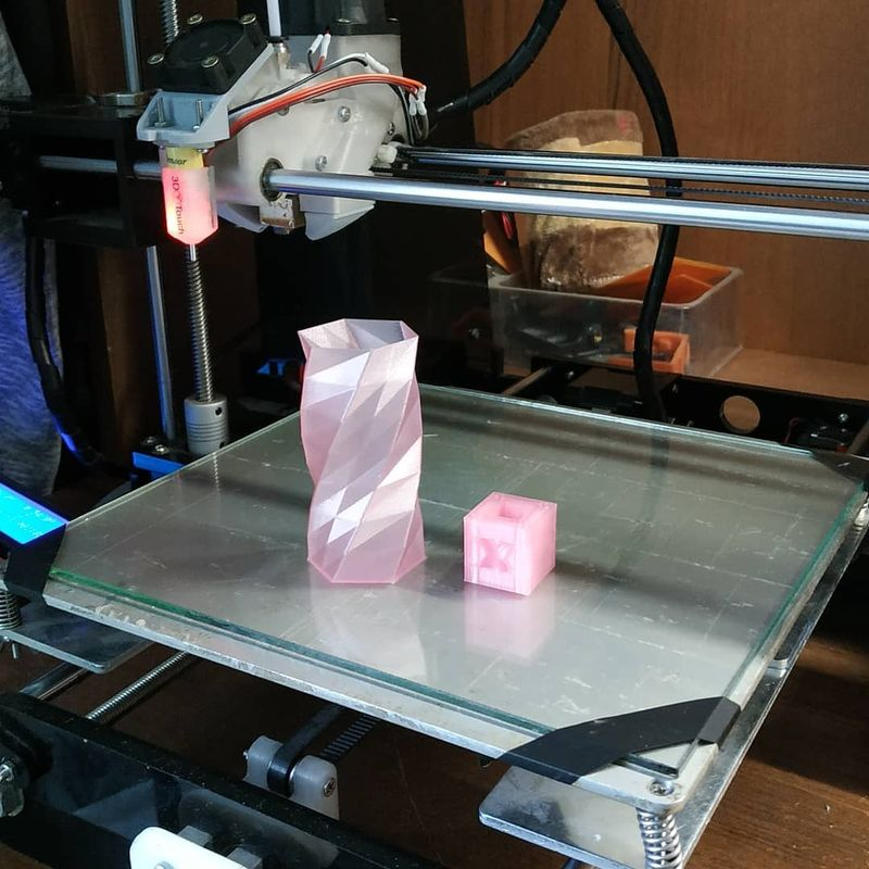 Another enthusiast printed a pink waterproof vase.