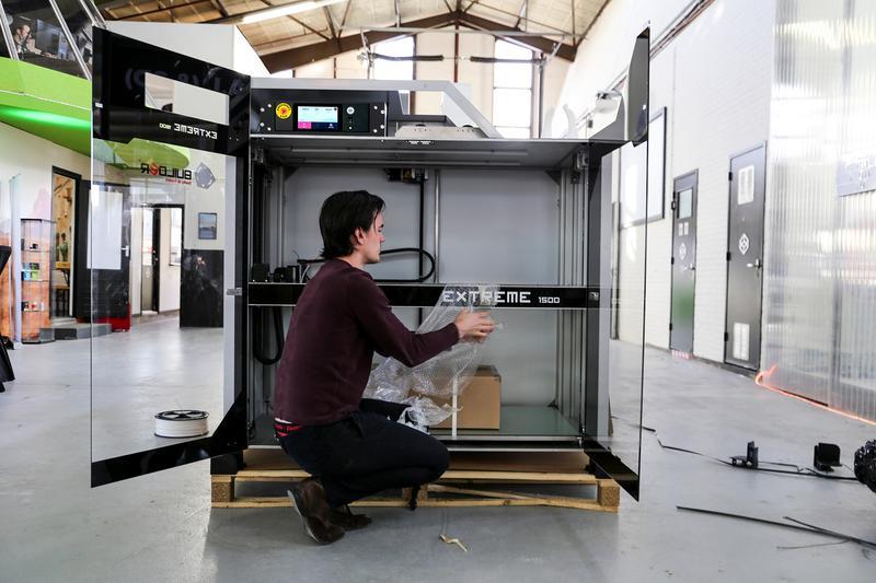 Builder Extreme 1500 PRO 3D printer unpacking