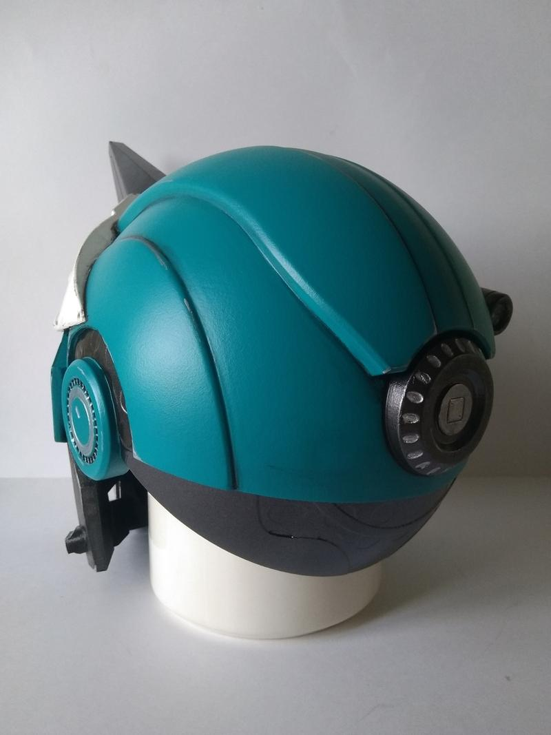 For example, one user printed the Exo Cayde-6 helmet with this printer. Notice how smooth and fine detailed it is.