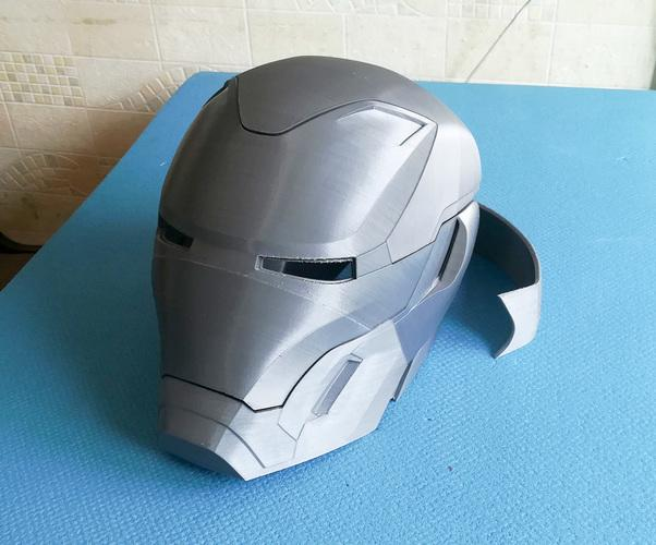 Look how accurate and smooth this Iron Man's mask is.