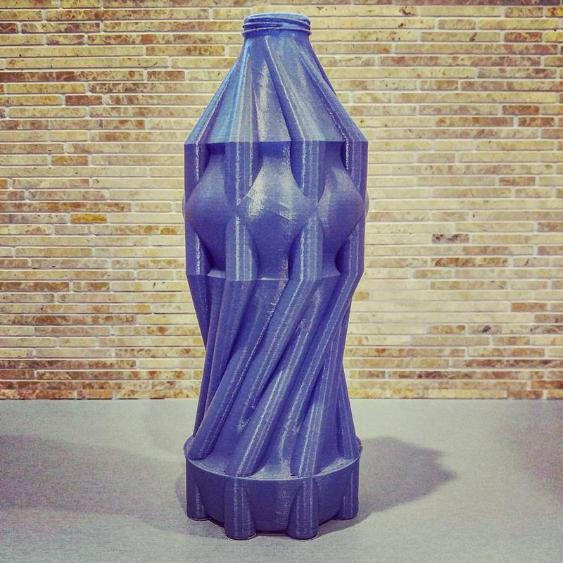 mind-blowing water bottle. It looks pretty good and accurate despite its intricate geometry.