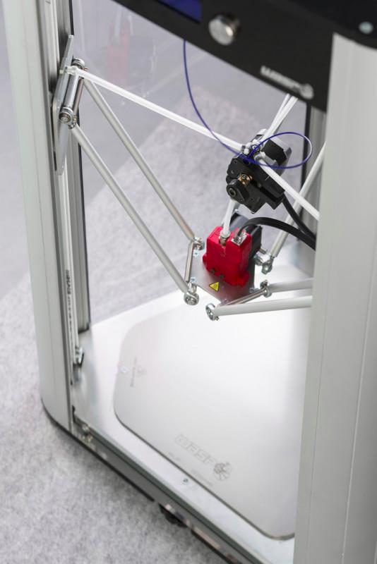 The extruder comes with a fan for printing with PLA-type materials