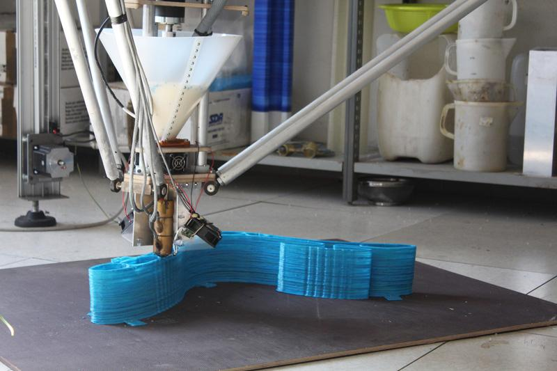 The extruder comes with fans for printing with PLA-type materials
