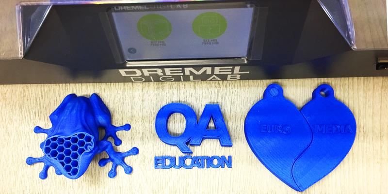 blue the frog and the heart printed on the Dremel 3D45 3D printer