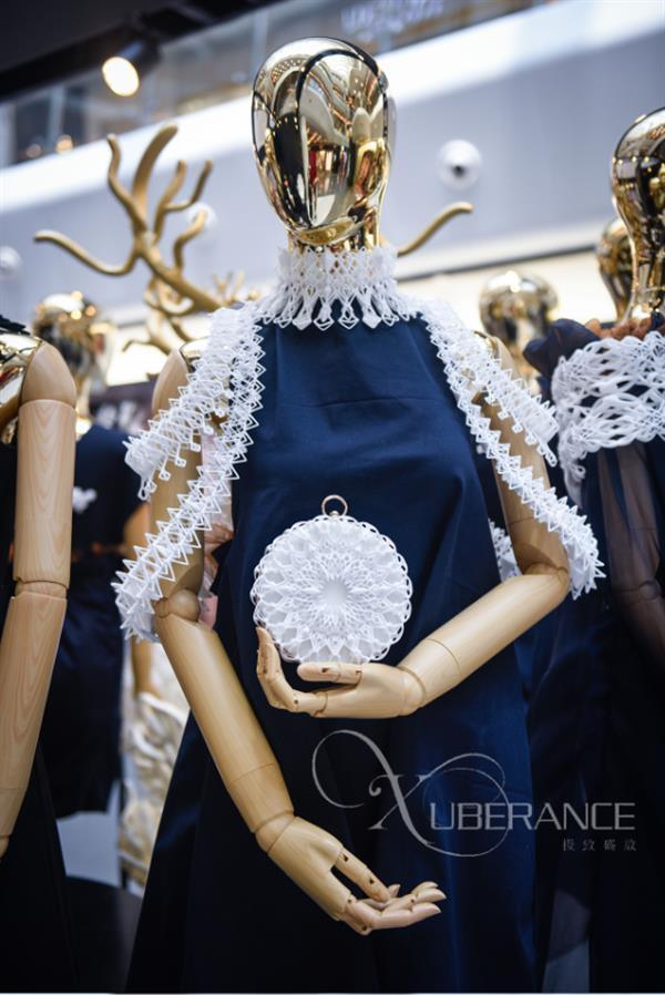 The Chinese Xuberance design studio produces exclusive 3D printed fashion accessories and embellishments. It has partnered with Farsoon to realize a handbag collection using the 403P 3D printing technology. This TPU-made bag is part of the Byzantium series.