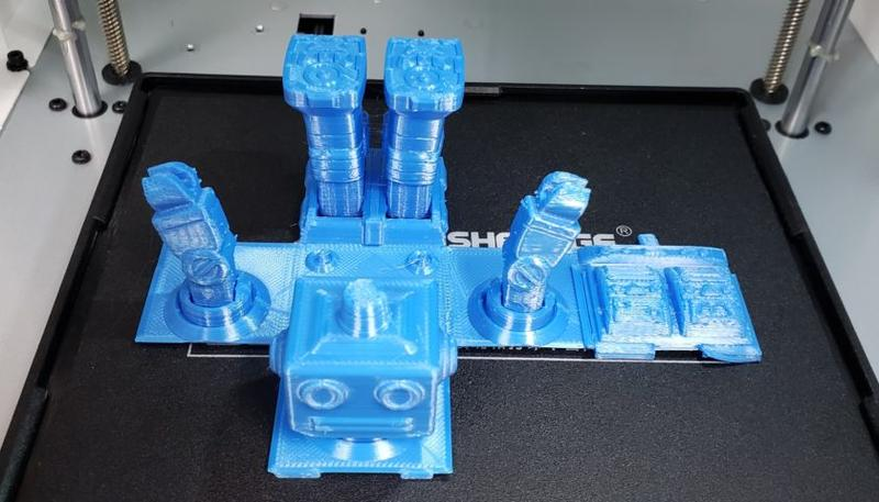 The extruder comes with a turbofan and air guide for printing with PLA-type materials