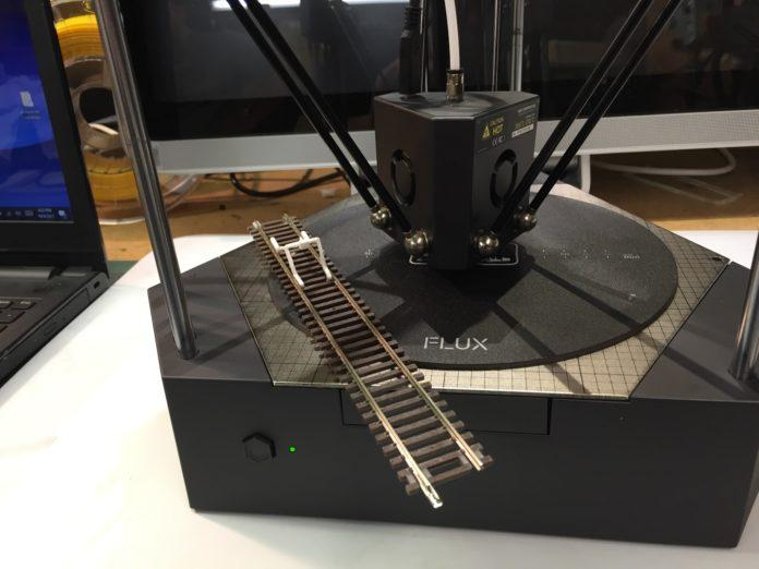 This is a delta-type 3D printer with high print speed. It uses a 3-axis moving system powered by high-resolution, hybrid stepper motors to print top-quality models.