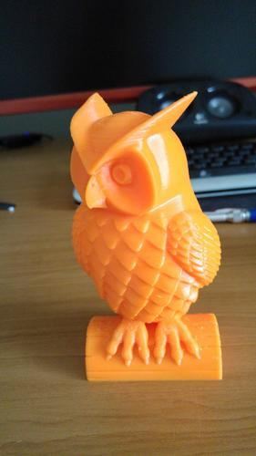 This ABS-made owl took 8 hours of printing. Printed at 0.2mm layer height and 230°C, it looks really fine and accurate.