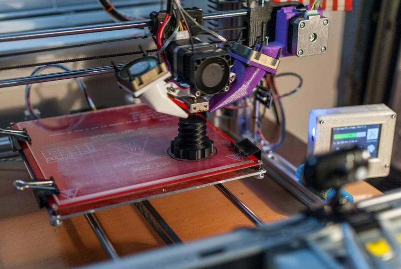 The Folger Tech RepRap 2020 Prusa i3 has a heated print bed, which makes it suitable for printing with ABS-type materials.