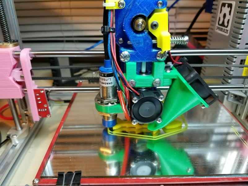 The Folger Tech RepRap 2020 Prusa i3 has a 0.4 mm nozzle, giving you the best balance between speed and detail.