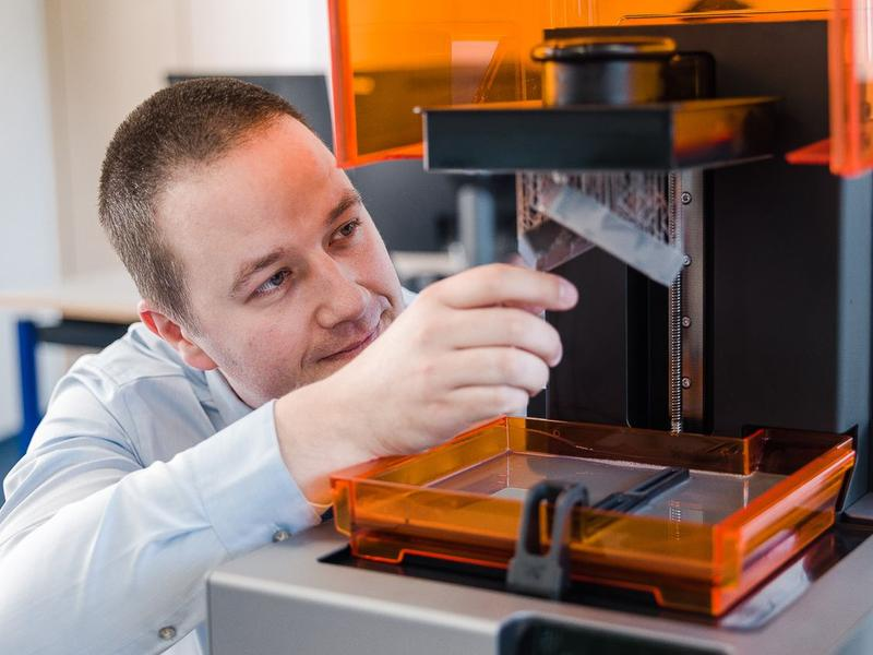 the man prints on the formlabs form 2 3d printer