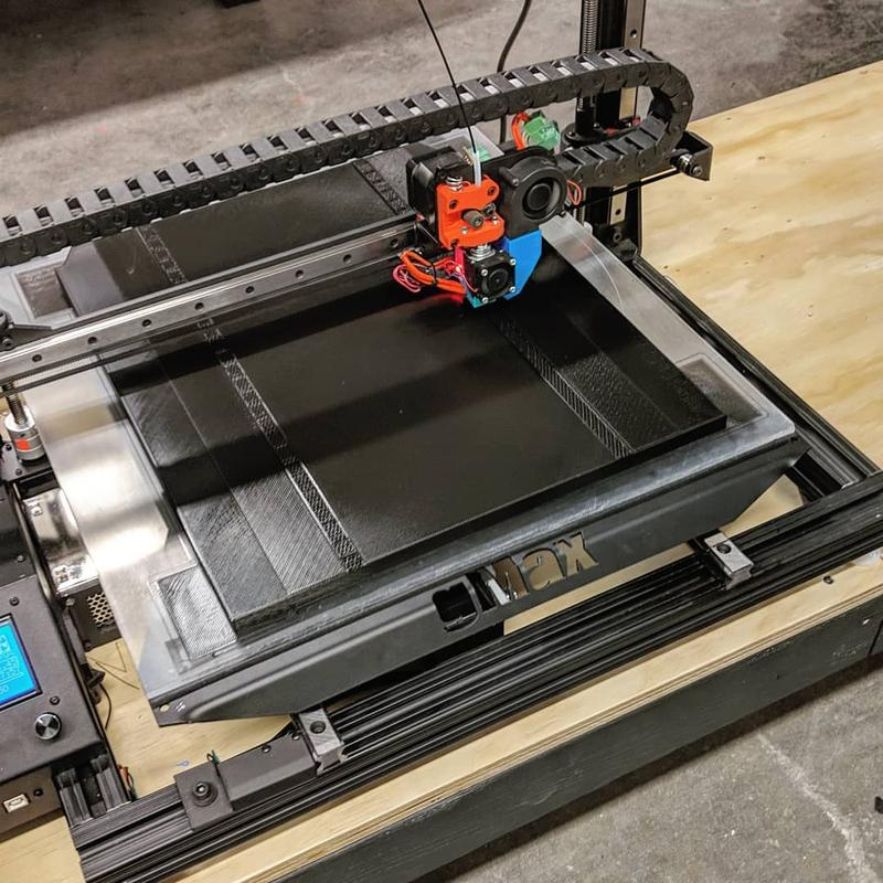 he bed is covered with a BuildTak PEI surface for enhanced print adhesion.