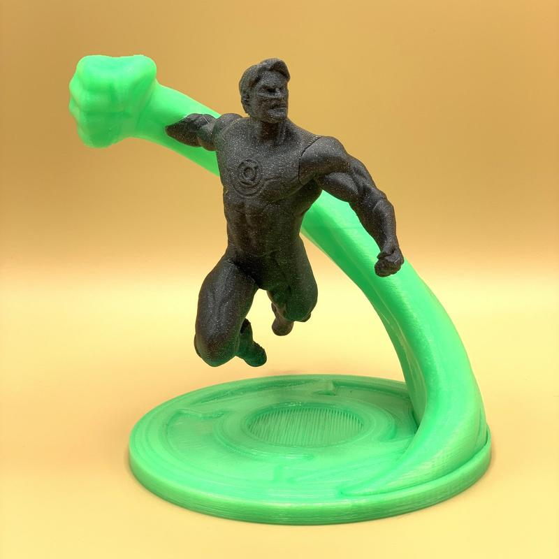 This Green Lantern action figure shows a good amount of details and clean surfaces.