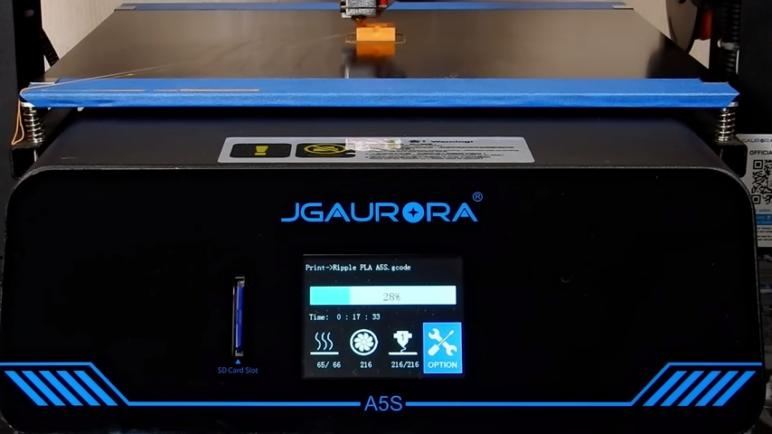 a 2.8-inch color touchscreen, which gives you the possibility to easily modify the printing settings.