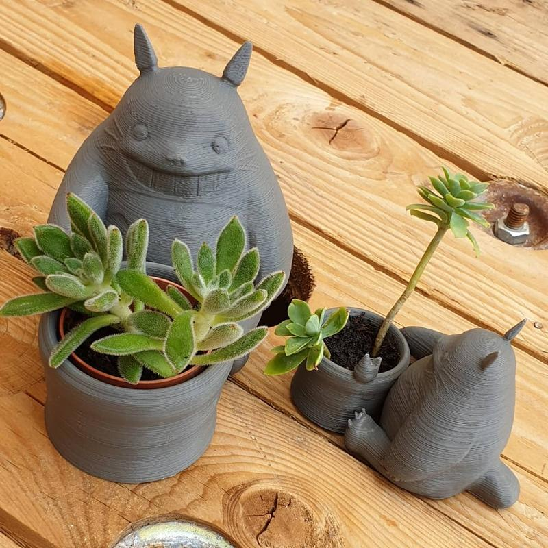 An artistic lab has created these unique Totoro-inspired vases. Despite the visible layering, they show accurate details and look pretty good.