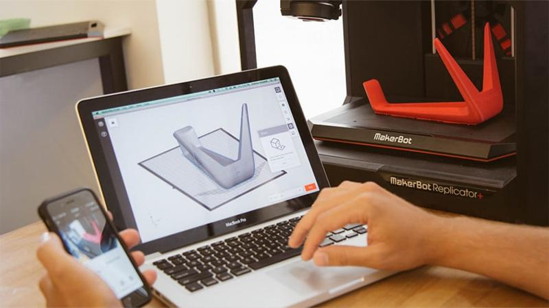 laptop with 3d printer makerbot replicator +