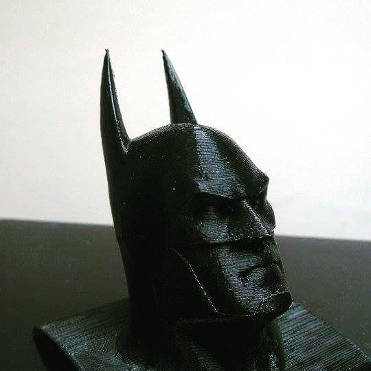 This Batman model has been printed with PLA at 0.2mm resolution. It has some visible layers but it is accurate and well-defined as well.