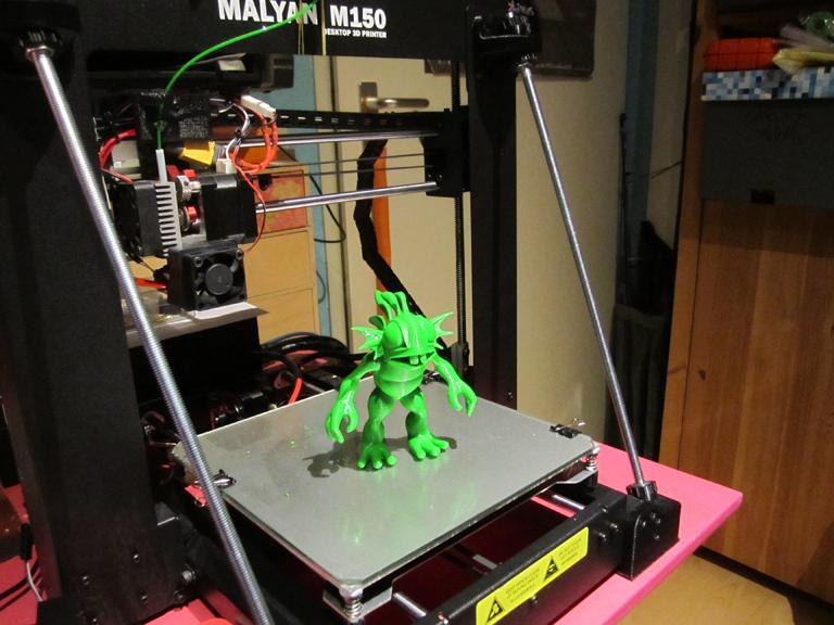 The Malyan M150 i3 3D printer is an FDM 3D printer that can print layers at 100 microns.