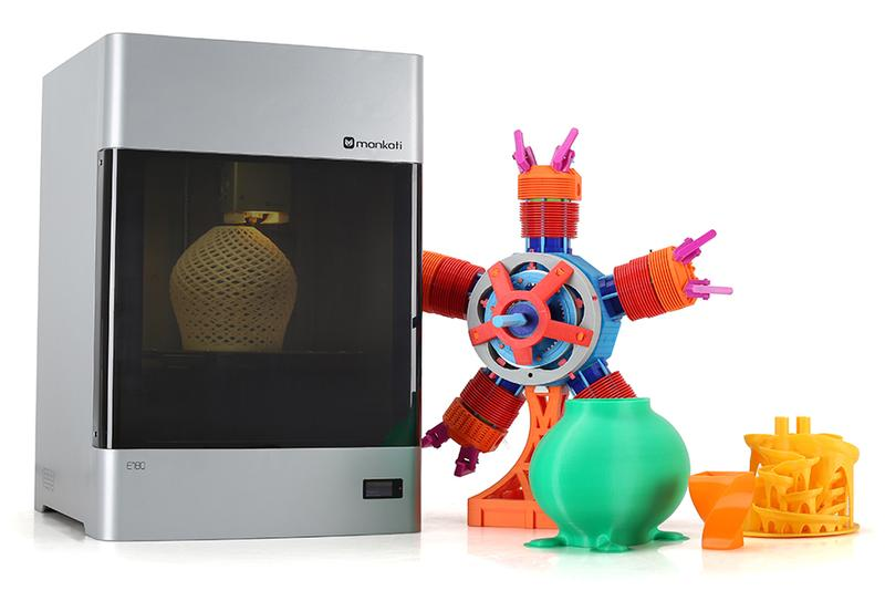 Mankati E180 3D printer with printed models