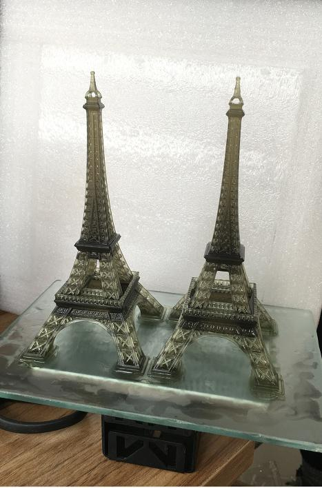 The build area of 4.3 x 2.6 x 7.9 inches (108 x 65 x 200 mm) lets you print just about anything, even a pair of Tour Eiffel.
