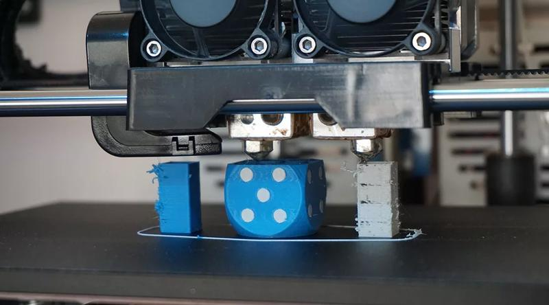 the dual-extrusion printhead of Monoprice Dual Extrusion 3D Printer