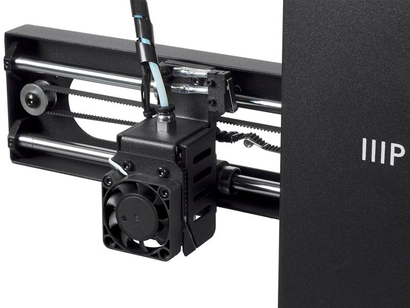 The extruder comes with a fan that cools the model down, thus reducing warping and stringing.