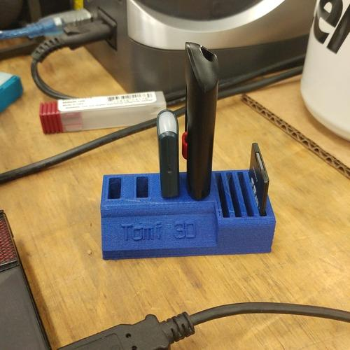 This custom SD card and USB stick holder has been printed in 45 minutes