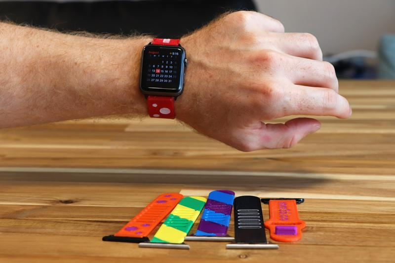 The Palette 2 Pro allows creating a variety of 3D models in several color versions, just like these watch straps.