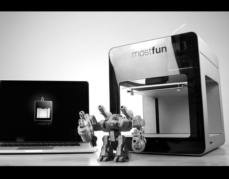 Mostfun Pro/Sail 3D printer with the robot model