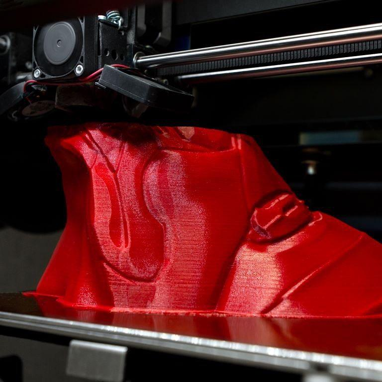 The Pulse 3D printer has a 0.4 mm nozzle, giving you the best balance between speed and detail. You might upgrade it to an Olsson Ruby Nozzle, a wear-resistant tool for advanced printing performances.