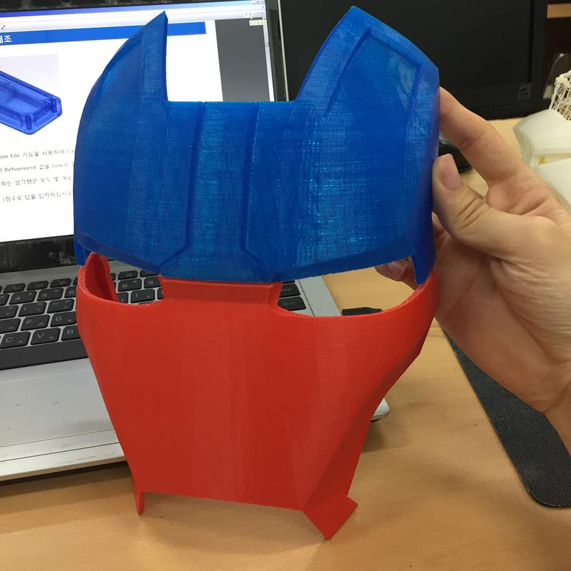 Sindoh 3DWOX DP200 3d printer prints with ABS, PLA and other materials. / iron man's mask