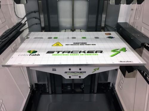 The Stacker S4 is equipped with an aluminum, heated print bed, which makes it suitable for printing with ABS-type materials.