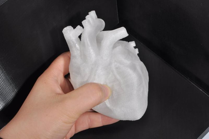 This heart 3D model shows smooth surfaces and fine details.