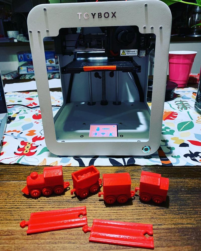 The build area of 3.5 x 3.1 x 3.9 inches (90 x 80 x 100 mm) lets you print a limitless number of awesome toys, including a majestic castle and a cool train set.