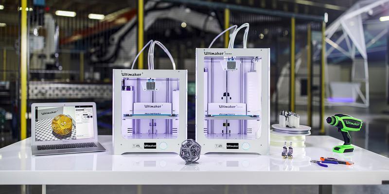 3d printer ultimaker with 3d models