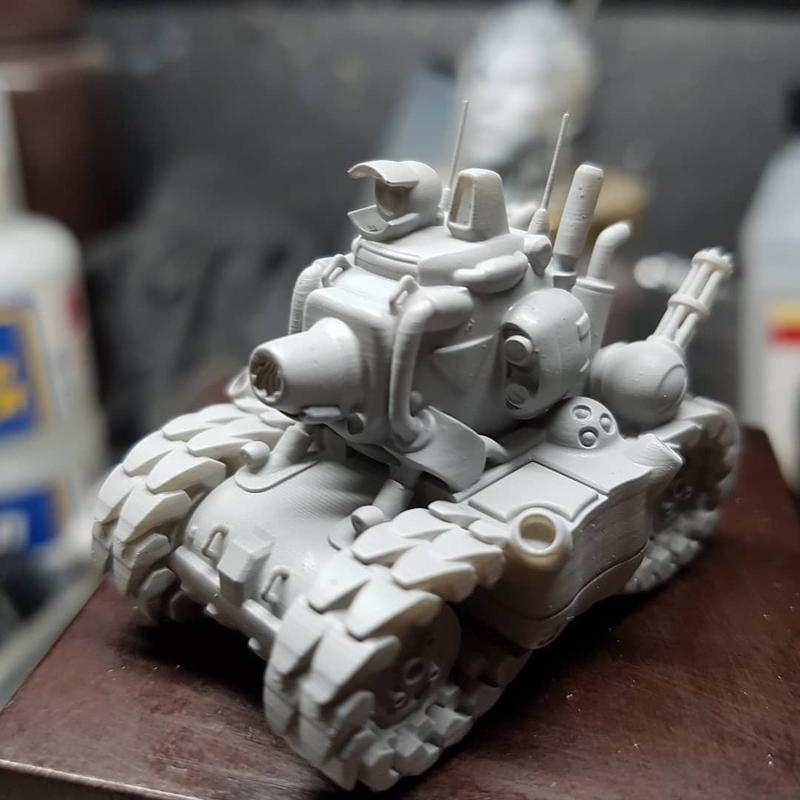 the D7 plus to print cool pint-sized models inspired by videogames and movies. This pic shows a mini Metal Slug tank printed at 30um