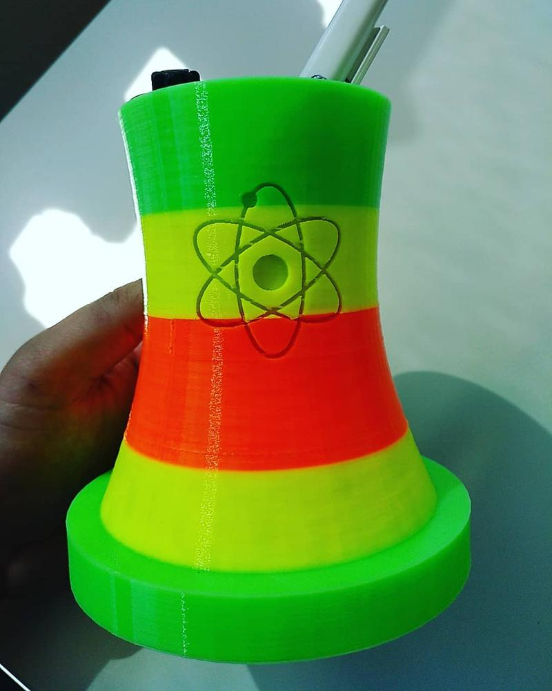 Another user took a multi-color printing test. Look how nice and well-defined this nuclear power plant is. His pens will be surely kept with care.