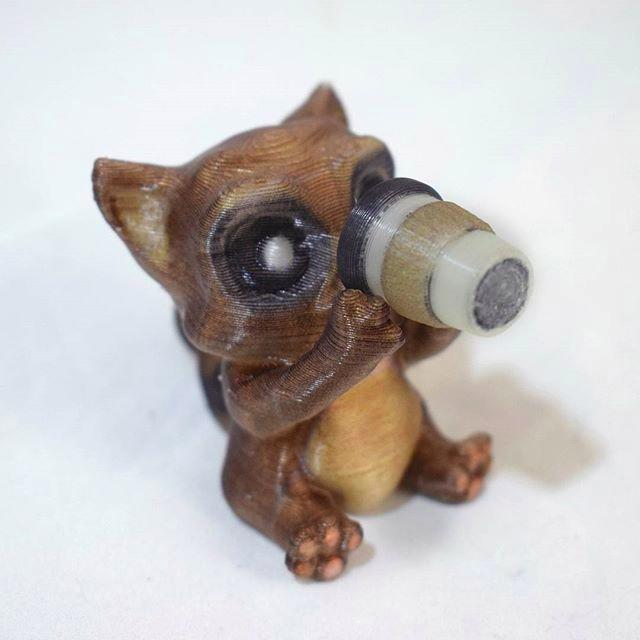 The da Vinci Color has a 0.4 mm nozzle, giving you the best balance between speed and detail. This tiny cat highlights the printer ability to detail.