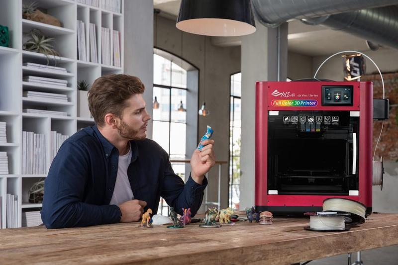 The man have a model printed on the da vinci color 3d printer