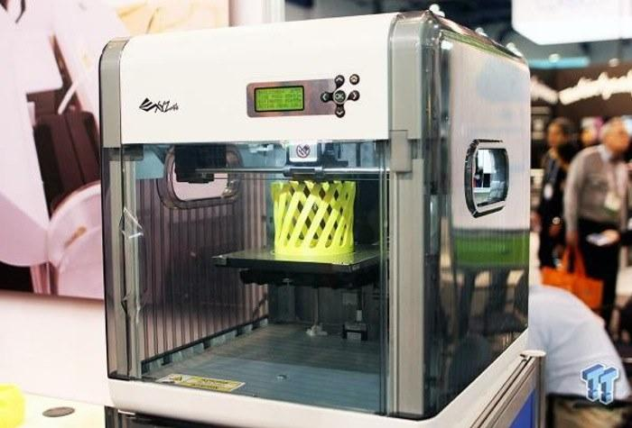 the da Vinci 1.0 AiO 3d printer pirnts some model