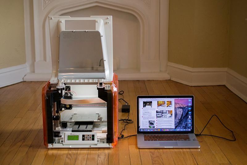 XYZprinting Da Vinci Junior 1.0 3D printer with a notebook