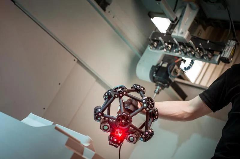 the MetraSCAN 3D scanner scanning process