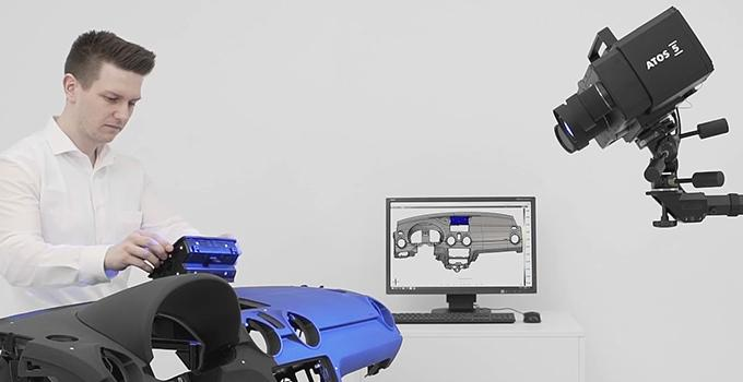 the GOM ATOS 5 3D scanner scaning procsess