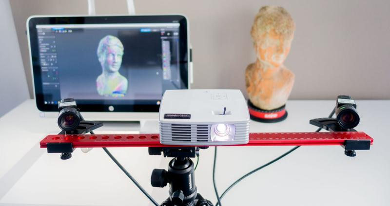 the HP 3D Scan Pro S3 (David SLS-3) 3D scanner scanning process