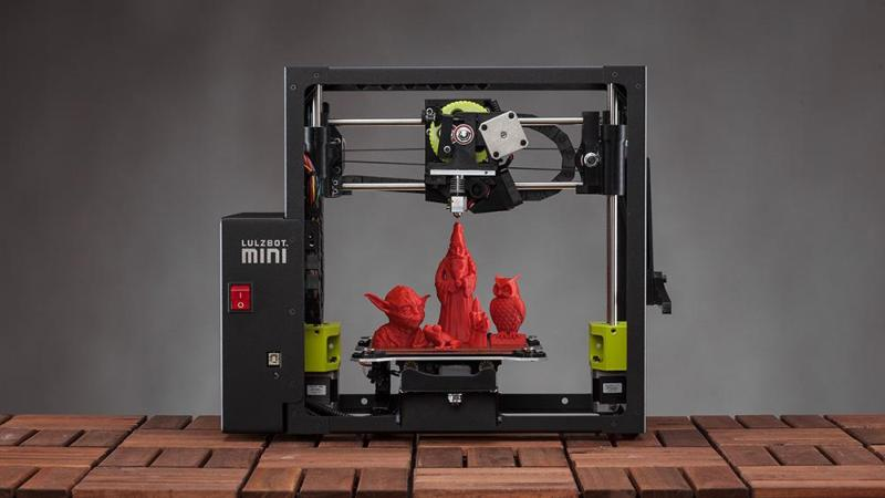 The printer has the build area of 6 x 6 x 6.2 inches